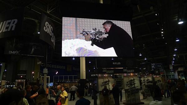 Mye storskjerm for reklame, her for MP5 (tror jeg)