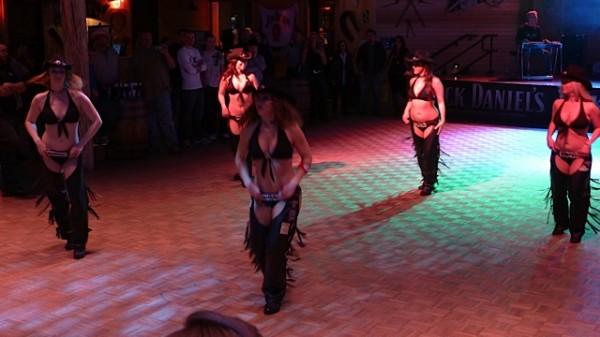 Linedance med servitørene
