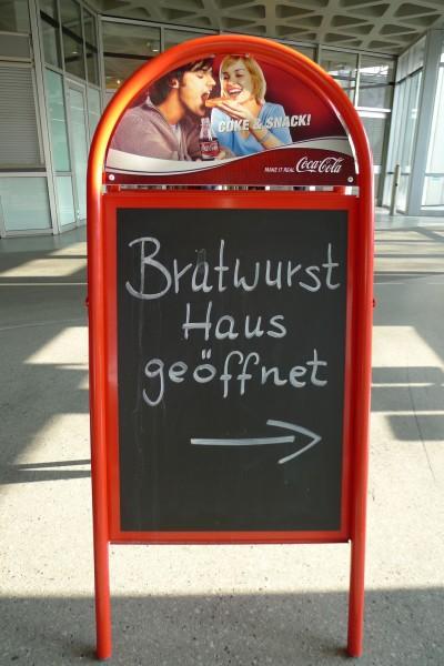 Sulten? Grillbua ute er åpen med bratwurst og øl