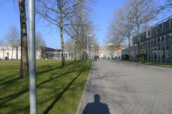 Uteområdet mellom de forskjellige hallene
