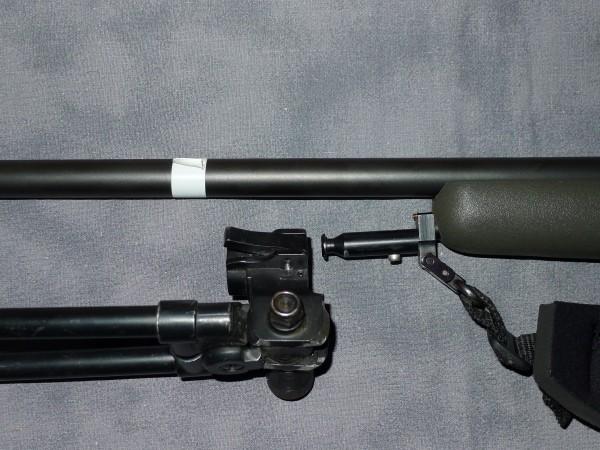 Målet er å ha en kort og kompakt rifle m/demper. Her har jeg merket hva jeg må ha for å kunne ta av/på tofot med demper påmontert