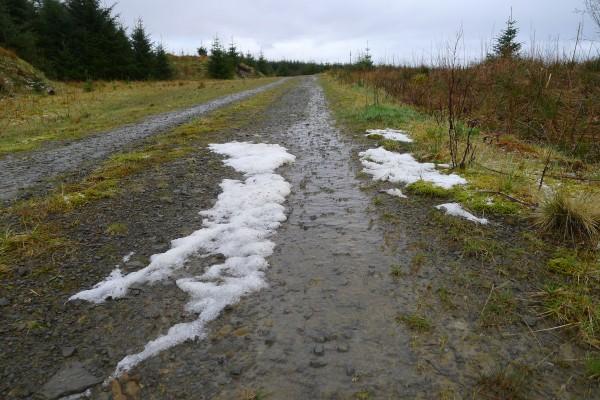 På vei til Greensykes. Dette er hagl som lå igjen i veibanen... Så vi hadde litt ymse vær