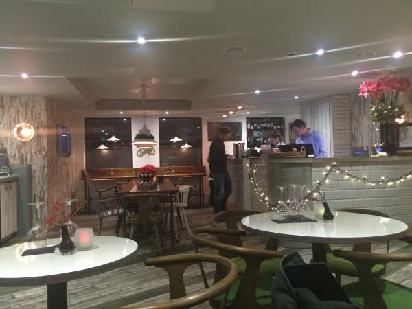 Hotellet hadde ost og vin hver ettermiddag mellom 1700-2000 free of charge