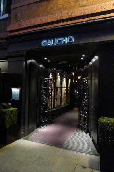 Lørdag kveld hadde jeg en dinnerdate med søstra til en bekjent (lang historie) hvor hun fikk velge sted. Hun valgte Gaucho... Anbefales!