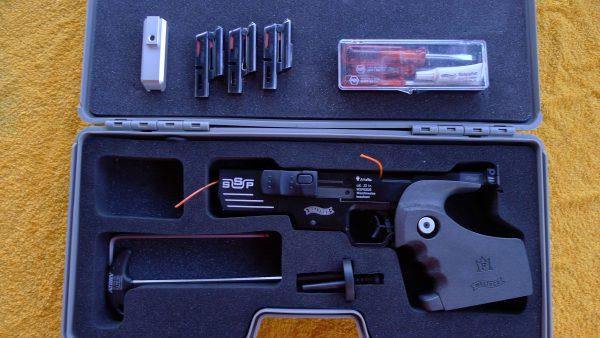 Med ekstra pipevekt, 2x5sk mag og 1x6sk mag + verktøy