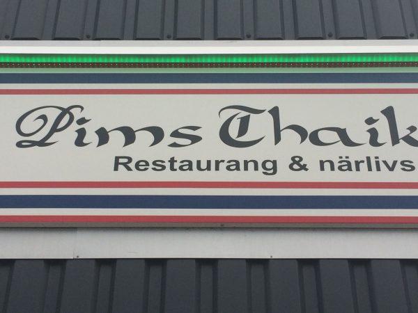 Til middag ble det valgt Thai. Det var ikke mitt forslag, men jeg sa heller ikke nei... Måtte ta bilde av skiltet ot sende en melding til Pim (se min tur i Thailand) og spørre om hun hadde åpnet resturant i Sverige? Hvor jeg hadde en hyggelig chat med Pim mens jeg spiste. Tror jeg må tilbake til Thailand snart