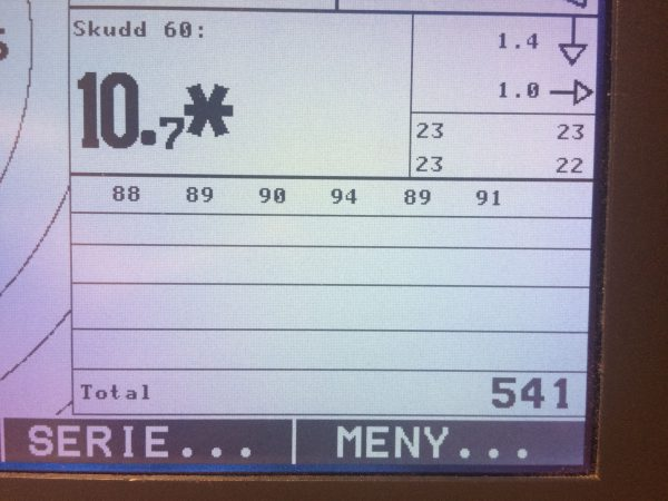 Endte på 541, som jeg er fornøyd med. Hadde ingen skudd dårligere enn 8. Derimot så hadde jeg alt for mange av de. Uansett godt fornøyd med fredagens luftskyting